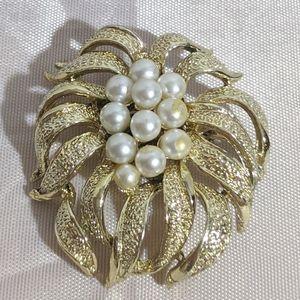 Vintage Gold & Faux Pearl Brooch
